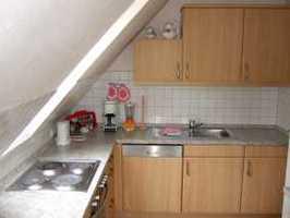 Einbauküche mit Kühlschrank und Spülmaschine